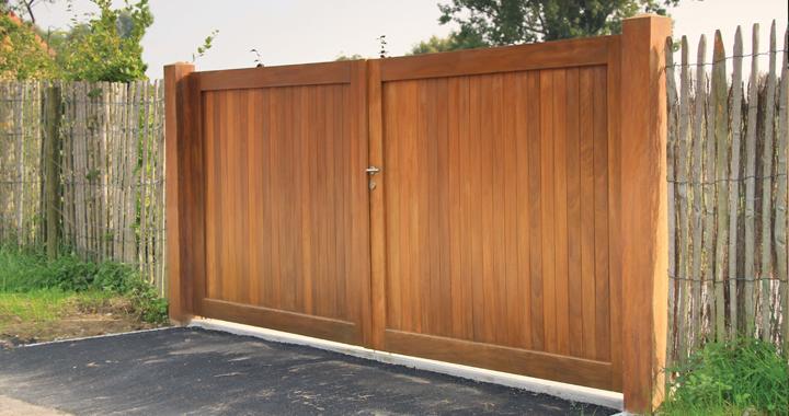 quel portail en bois choisir exterior living. Black Bedroom Furniture Sets. Home Design Ideas